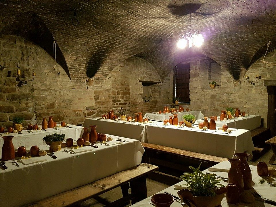 The Market Of The Gaite Taverns And Medieval Kitchen Medieval Italy